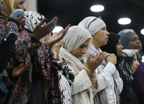 Women attend the jenazah, an Islamic funeral prayer, for the late boxing champion Muhammad Ali in Louisville, Kentucky, U.S. June 9, 2016. REUTERS/Lucy Nicholson