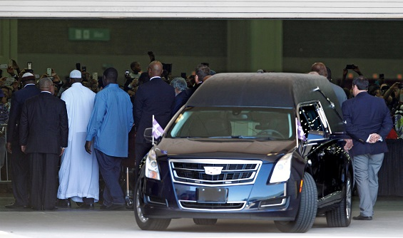 A hearse arrives with the casket of the late Muhammad Ali for the jenazah, an islamic prayer service at Freedom Hall in Louisville, Kentucky, U.S. June 9, 2016. REUTERS/John Sommers II