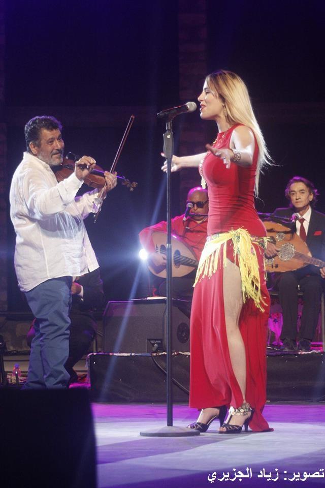 """لماذا فرض العقربي مغنية """"تورّي نورّي"""" في حفل تكريم حبوبة؟ (فيديو وصور)"""