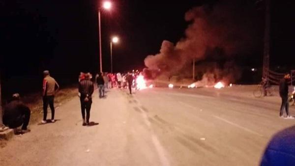 حي ابن خلدون : ملثّمون يستخدمون المولوتوف في محاولة اقتحام المعتمدية ومركز الأمن