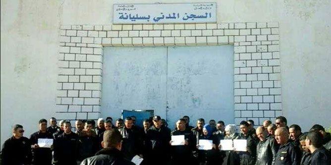 سجن سليانة : دخول 4 أمنيين في إضراب جوع.. واتّهامات لحزب سياسي بتأجيج الوضع