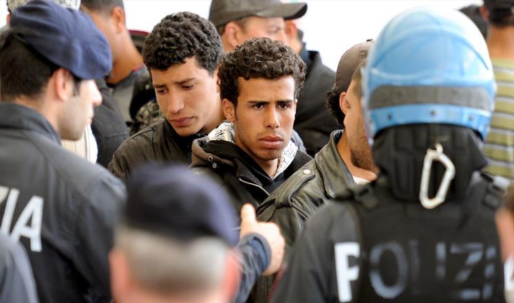خاطوا أفواههم : 40 مهاجرا تونسيا يشنّون إضرابا عن الطعام في لامبيدوزا