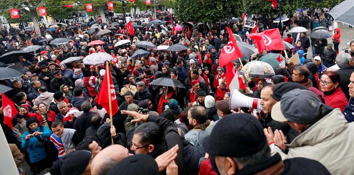 """وصف إجراءات الحكومة بـ""""المسخرة"""" : حزب العُمّال يدعو إلى مواصلة الاحتجاج"""