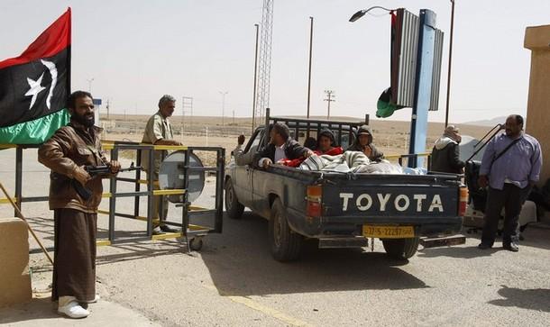 """استعملت فيها الأسلحة الثقيلة : اشتباكات """"حادة """" على الحدود التونسية الليبية"""