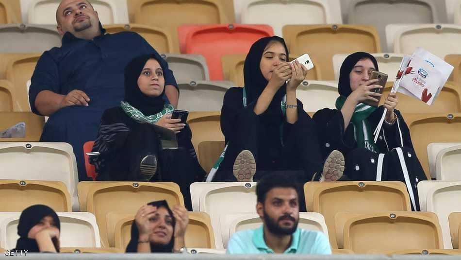 بعد السماح لهنّ بقيادة السيّارة : السعوديات في الملاعب لأوّل مرّة (صور)