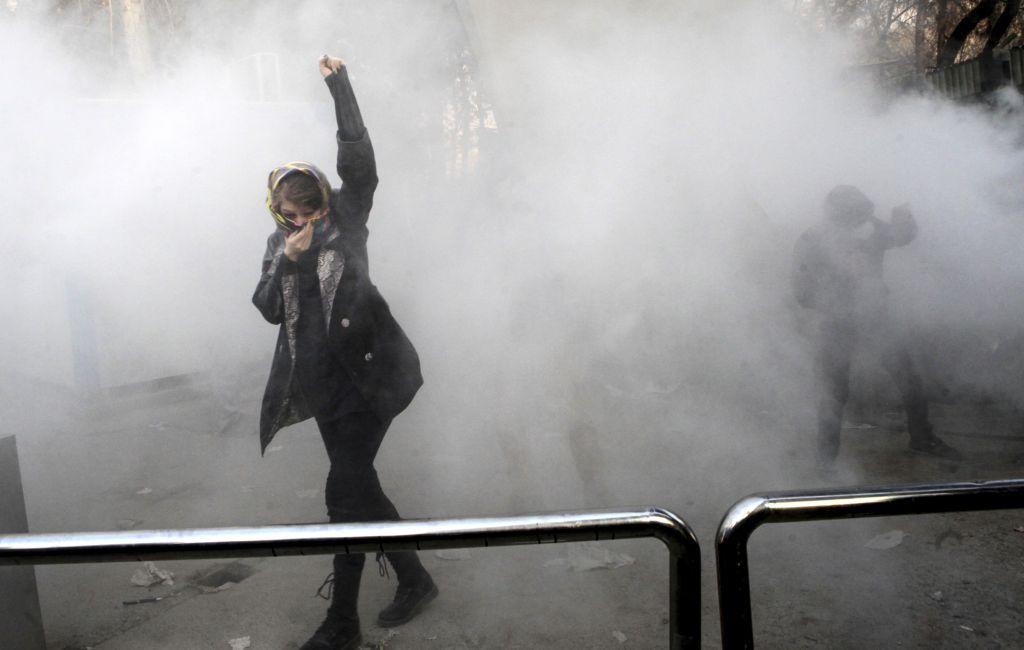 إيران : روحاني يتوعّد المتظاهرين وترامب يُلوّح بقُرب زمن التغيير!