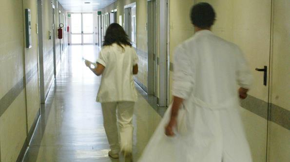 """نقابة الأطبّاء والصيادلة تطالب الحكومة بضخّ السيولة في """"الكنام"""""""
