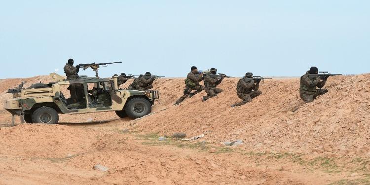 لاذوا بالفرار نحو الأراضي الليبية : تبادل إطلاق نار مع مسلحين وحجز ذخيرة حية ببرج الخضراء