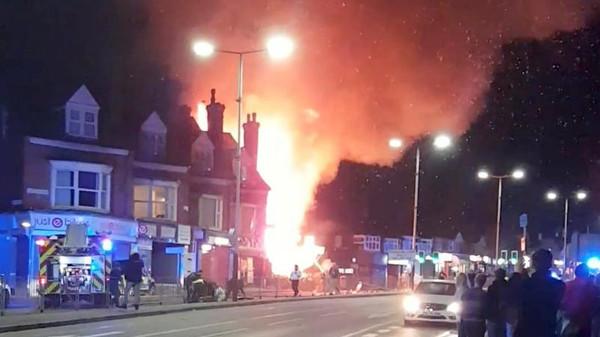 بريطانيا: 4 قتلى و6 جرحى في انفجار بمتجر