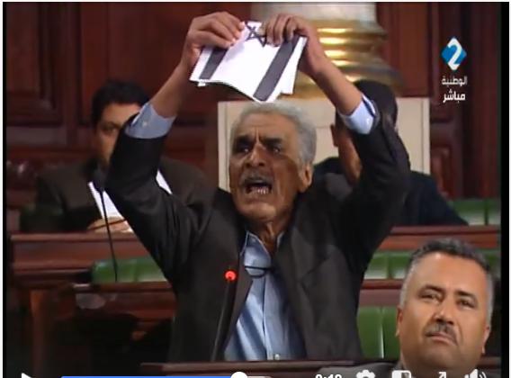 عمروسيّة يُمزّق علم إسرائيل ويكشف : الباجي وبّخ الناصر على برمجة مناقشة قانون التطبيع