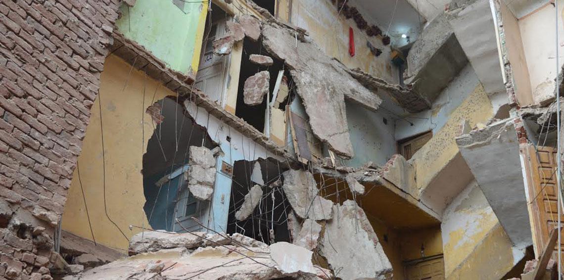 كوارث العقارات الآيلة للسقوط تتكرّر في العاصمة المصريّة : مقتل 10 أشخاص في انهيار مبنى بالقاهرة