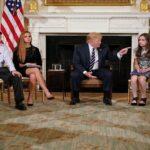 تفاديا لتكرّر مجزرة مدرسة فلوريدا : ترامب يقترح تسليح المُعلّمين !