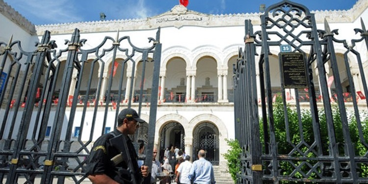 توقّف العمل بالمحكمة الابتدائية بتونس : وكيل الجمهورية يتدخّل لفضّ خلاف بين محام وكاتبة