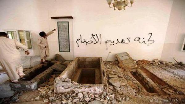 ليبيا: مُسلّحون يُفجّرون ضريح والدة القذّافي