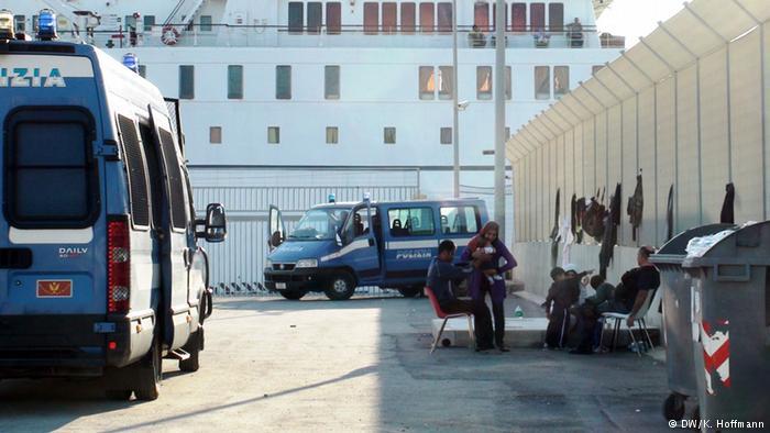 ايطاليا: مواجهات بين تونسيين ورجال الشرطة