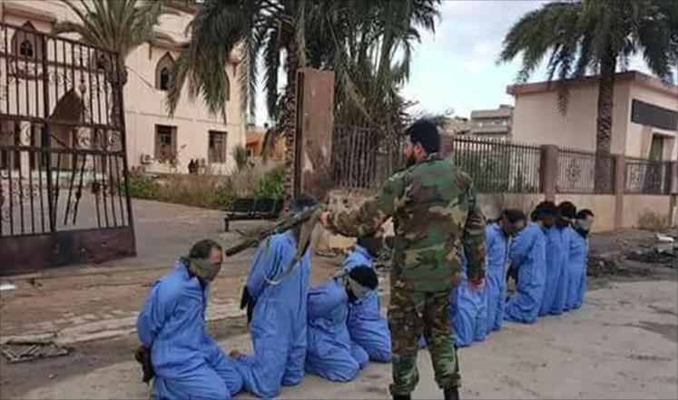 """ليبيا : """"ضابط الاعدامات"""" يسلّم نفسه للجيش (فيديو)"""