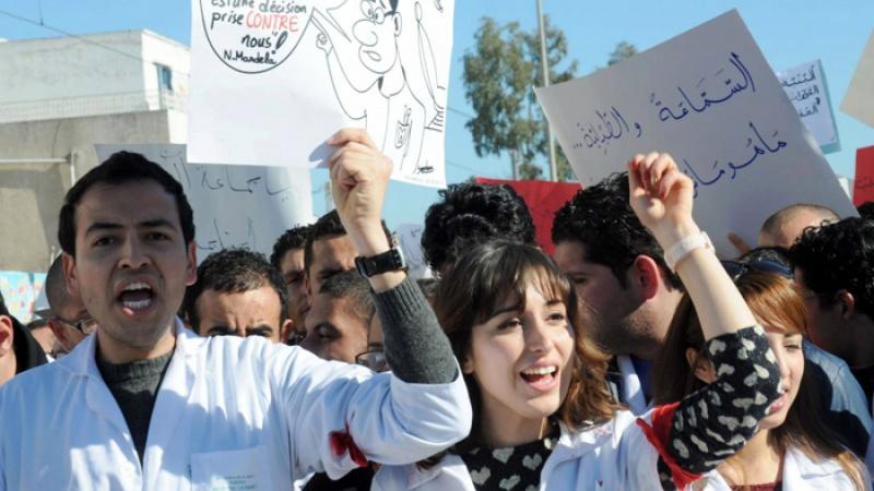 الأطباء الشبان يُهدّدون : انسحاب من الأقسام الاستشفائية وإضراب عام
