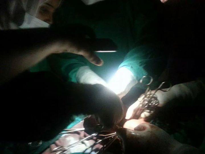 الجزائر : إتمام عملية جراحية دقيقة على الدماغ في الظلام ! (فيديو)