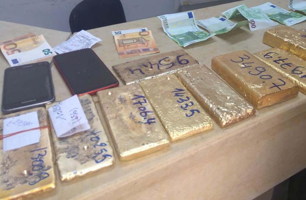 قيمتها 3 مليارات : حجز 28 كلغ من الذهب في سيارة أجنبي ببرج العامري (صور)