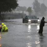 كاليفورنيا : إجلاء 30 ألف شخص تخوّفا من انهيارات أرضية مرتقبة