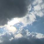 طقس اليوم: خلايا رعديّة وأمطار والحرارة تصل الى 42 درجة