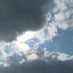 طقس اليوم: أمطار والحرارة تتراوح بين 27 و37 درجة