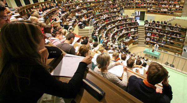 وزير التعليم العالي: ندرس استقطاب الطلبة الأجانب بمُقابل