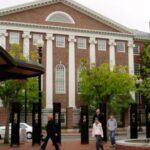 """أعرق وأفضل جامعة بالعالم: """"هارفارد"""" تفتح أبوابها مجانا للتُونسيين.. الشروط"""