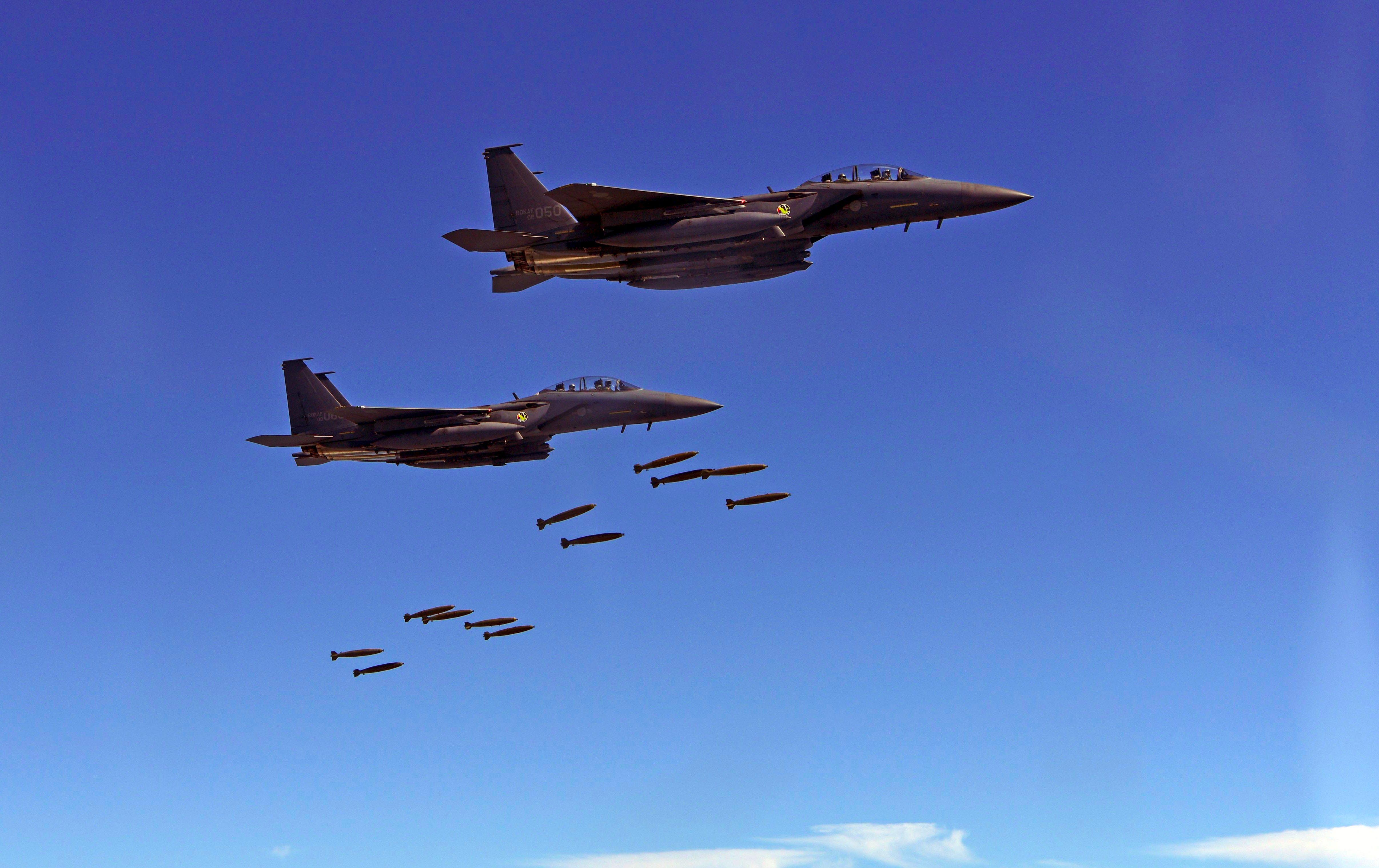 في شهر واحد: الجيش الأمريكي أمطر مُقاتلي طالبان بـ 562 قنبلة