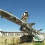 الحوثيون يقصفون قاعدة الملك فيصل