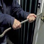 أريانة: دورية أمنية تضبط شابا بصدد سرقة محلّ مسكون