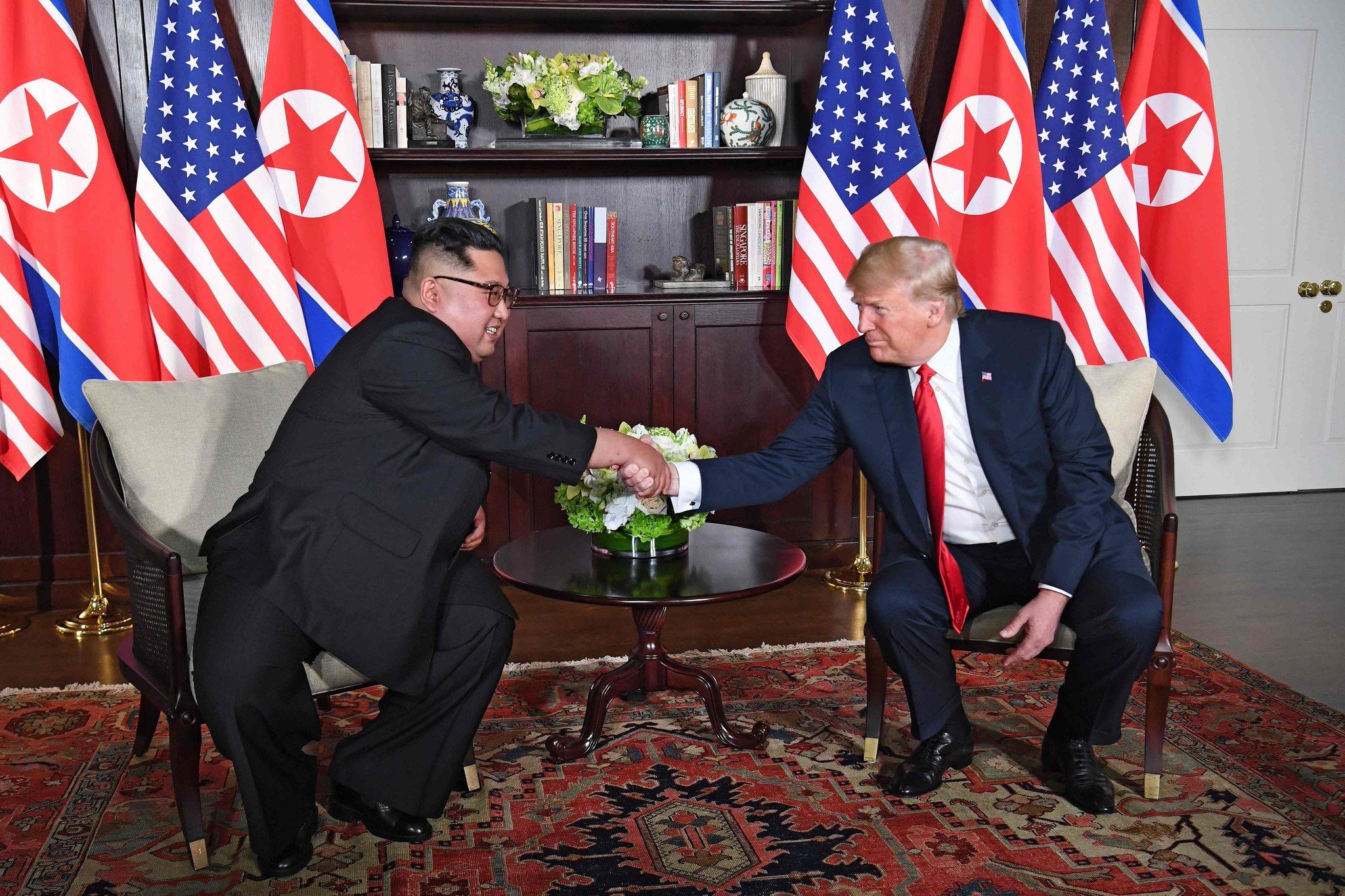 ترامب بعد لقاء كيم: سنُوقف المناورات ونُبقي على العقوبات
