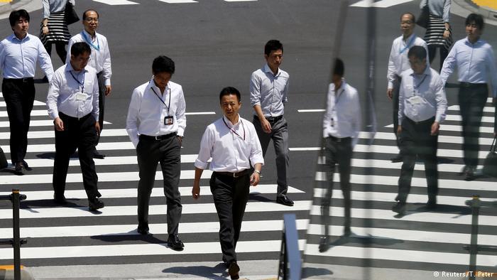 اليابان: توبيخ موظّف وإجباره على الاعتذار بسبب 3 دقائق !
