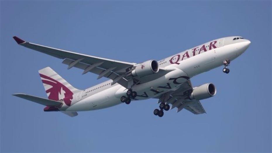 """حادثة غريبة: """"متسوّل """" داخل طائرة ! (فيديو)"""