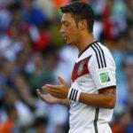 أوزيل يردّ على منتقديه: الدعاء يمنعني من ترديد النشيد الوطني الألماني