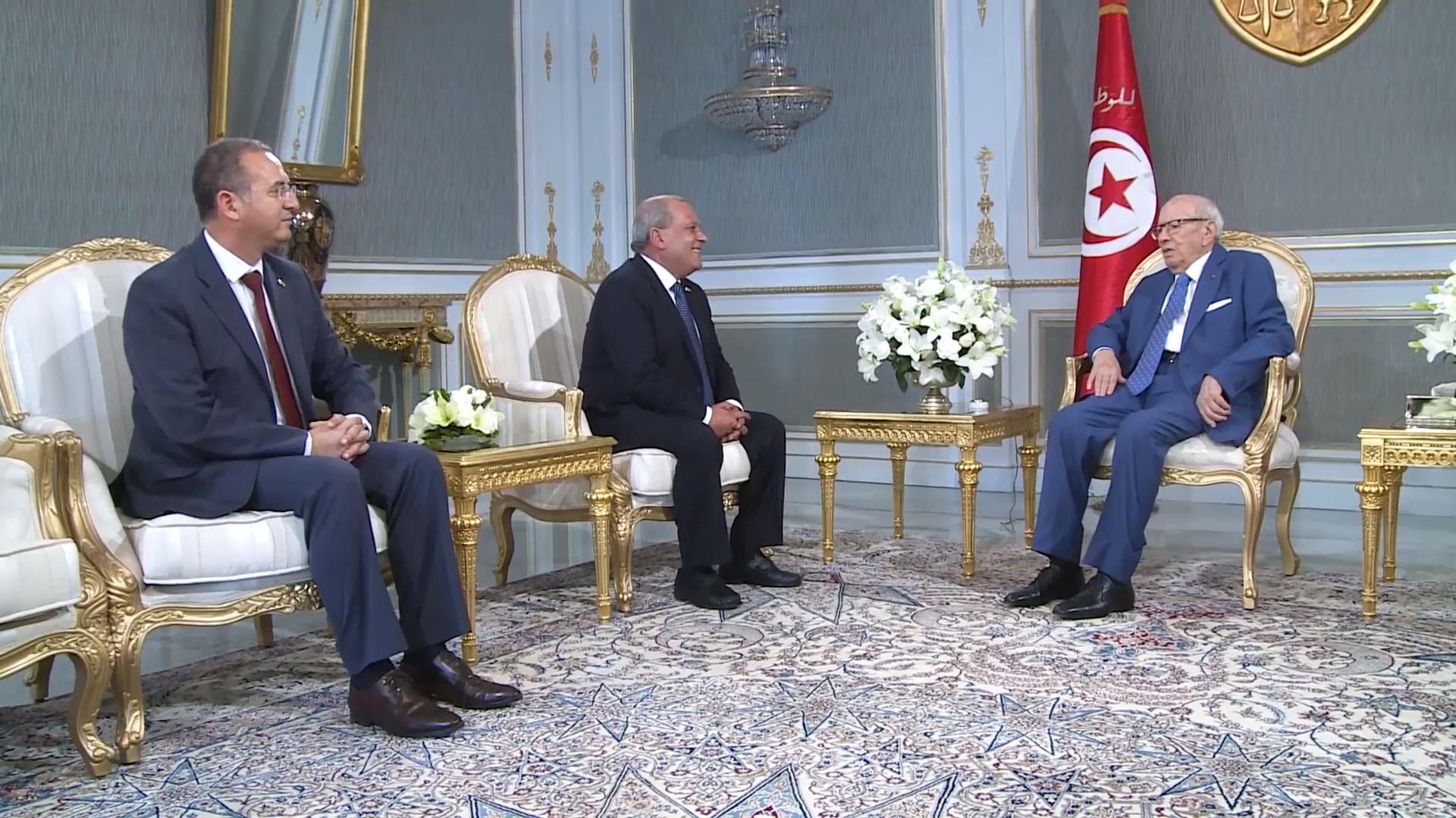 """وضعية اللاجئين بتونس محور لقاء قايد السبسي بـ""""أبو شنب"""""""