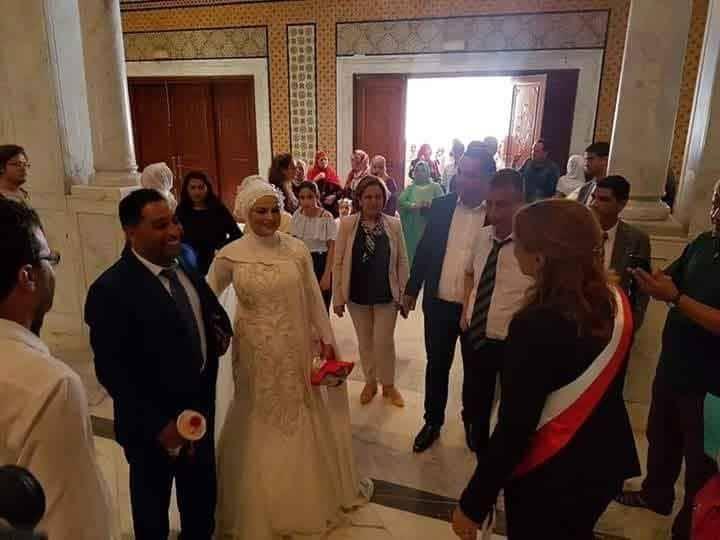 سعاد عبد الرحيم تُباشر أولى مهامها بتزويج عروسين