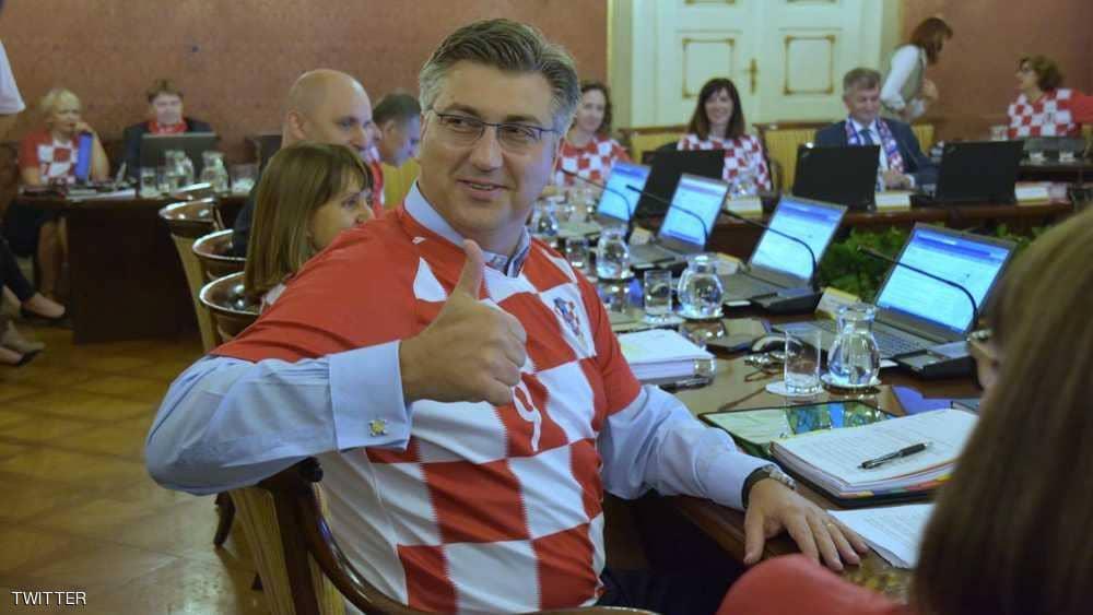 حكومة كرواتيا تعقد اجتماعها بزيّ المنتخب