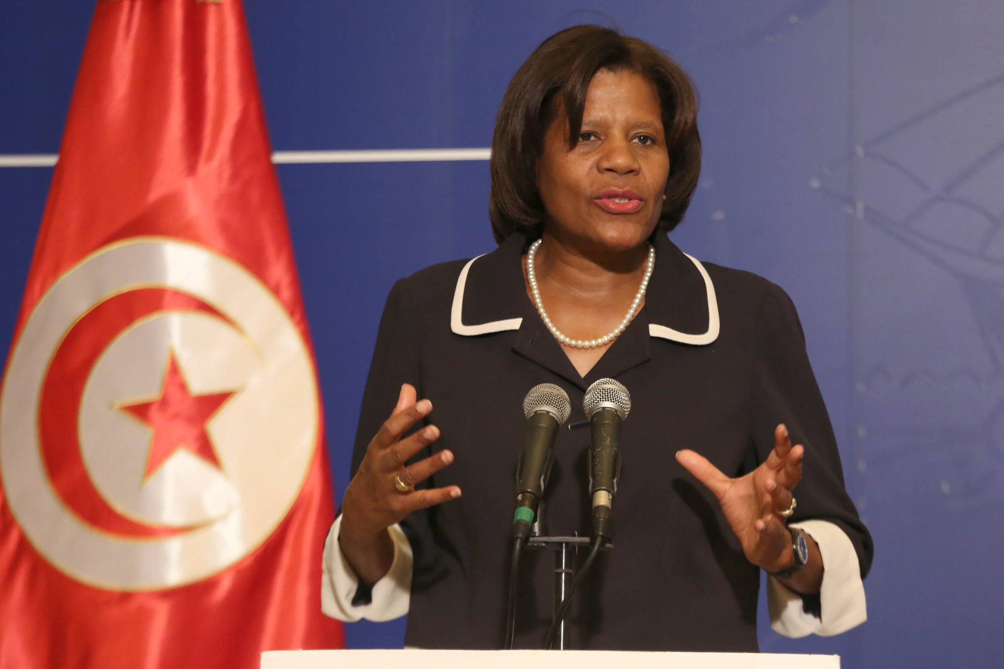 في أقل من أسبوع : تونس تقترض 2270 مليون دينار  !!