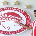 أولمبياكوس يقدّم مدافعه الجديد