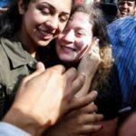 بعد 8 أشهر سجنا: عهد التميمي ووالدتها يُعانقان الحرية