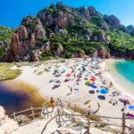 في جزيرة سردينيا الإيطالية: نحو 4882 دولارا خطيّة سرقة الرمال !