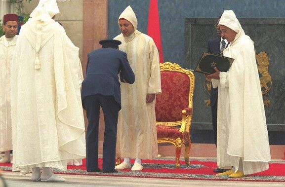 وُصفت بالقبيحة والمُذلّة :مغربيون يُطالبون بإلغاء طقوس البيعة للملك