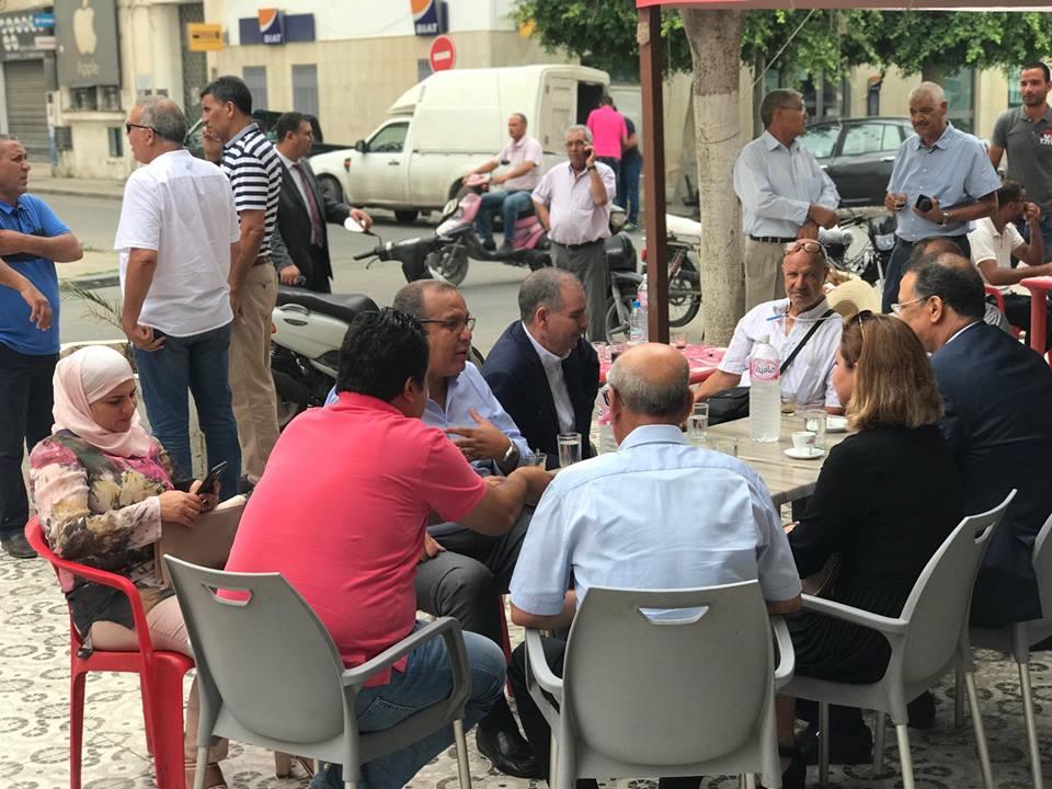 صورة اليوم: استراحة نقابية بمقهى شعبي !