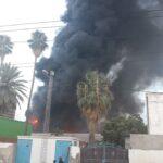 صور: سماء سوداء في حي الخضراء بسبب حريق هائل