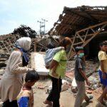 إندونيسيا: ارتفاع حصيلة الزلزال إلى 319 قتيلا