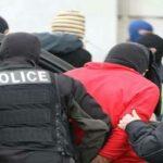 """إيقاف مُنظم """"حرقة"""" بتُهمة محاولة قتل رئيس فرقة أمنية وحمل السلاح"""
