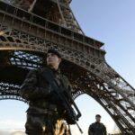 باريس: إضراب العمّال يُغلق برج إيفل