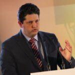 """وزير التّجارة: ندرس بعث مشروع """"النّفط مقابل الغذاء"""" مع ليبيا"""