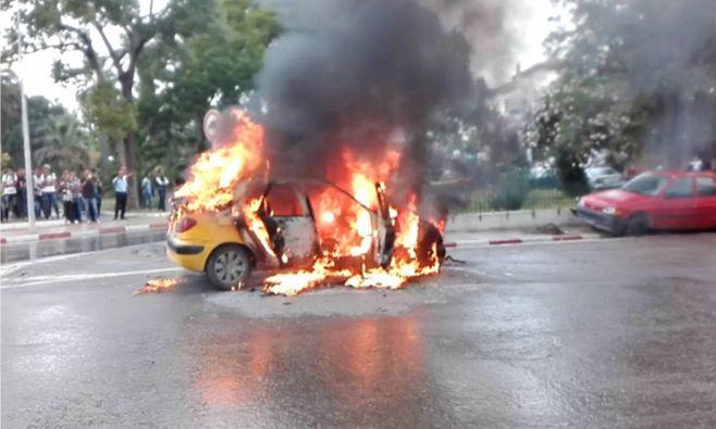 """صفاقس: حريق يلتهم """"تاكسي"""" (صور)"""